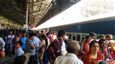 Photo of फेस्टिवल गॉन, इलेक्शन ऑन ! ट्रेनों में भीड़ ने बढ़ाई यात्रियों की मुश्किलें