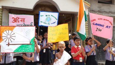 Photo of नौनिहालों ने महात्मा गांधी के सत्य और अहिंसा का दिया संदेश