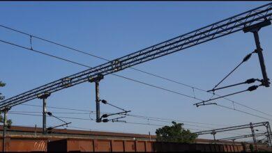Photo of ओवरहेड वायर टूटने से रेल ट्रैफिक बाधित, ट्रेनों के परिचालन पर असर
